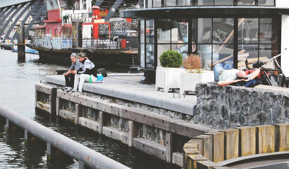 oameni-din-amsterdam-relaxare