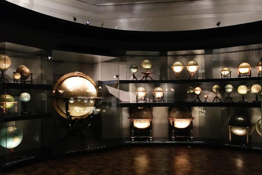 muzeul-globurilor-pamantesti-2