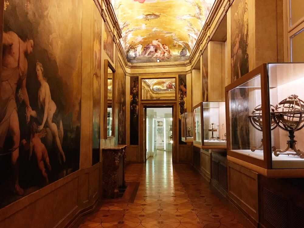 muzeul-globurilor-pamantesti-3