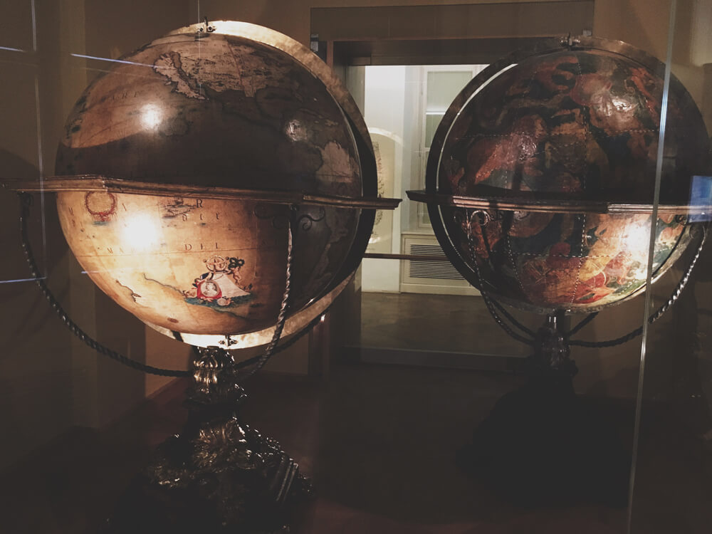 muzeul-globurilor-pamantesti-4