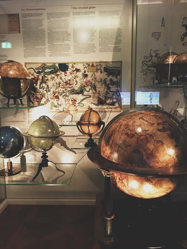 muzeul-globurilor-pamantesti-5